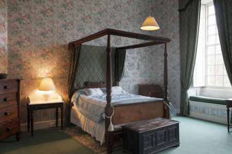Four Poster With Light